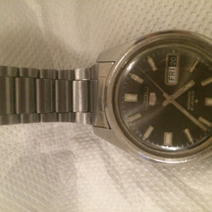 Πωλείται το πολύ καλό ρολόι χειρός seiko 5 21 jewels