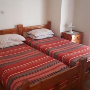 3 σουηδικά μονά κρεβάτια με τα στρώματα τους