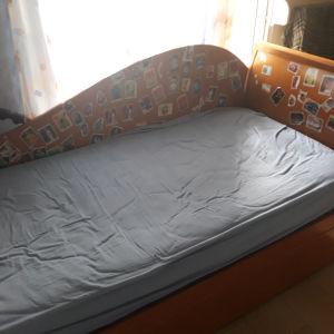 κρεβάτι για ενήλικα + δεύτερο συρόμενο από κάτω