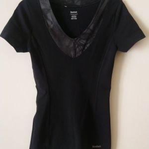 μπλουζάκι Reebok size small μαύρο χρώμα μεταχειρισμένο