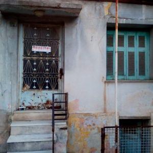 Οικόπεδο 17τμ  με κατοικία μη κατοικήσιμη στη Νίκαια κοντά στην Πλατεία Χαλκηδόνας.