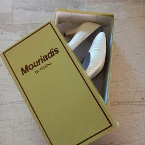 Vintage δερματινες λευκές γόβες Μουριαδης.Ν.37.