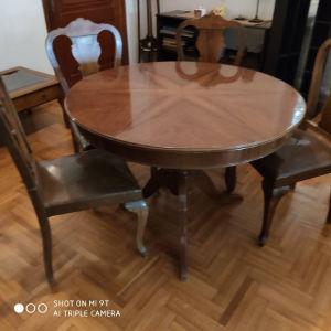 τραπέζι τραπεζαριας