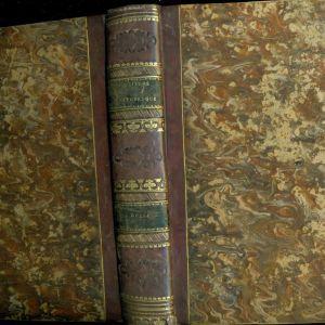 """ΠΑΛΙΑ ΒΙΒΛΙΑ. """" GRECE """". M. POUQUEVILLE. ΠΑΡΙΣΙ 1835. ΣΕΛΙΔΕΣ 448. ΤΟΜΟΣ ΔΕΜΕΝΟΣ ΜΕ ΔΕΡΜΑΤΙΝΗ ΡΑΧΗ ΚΑΙ ΧΡΥΣΟΤΥΠΙΑ. ΜΕ 2 ΑΝΑΔΙΠΛΟΥΜΕΝΟΥΣ ΧΑΡΤΕΣ ΚΑΙ 112 ΟΛΟΣΕΛΙΔΕΣ ΓΚΡΑΒΟΥΡΕΣ. ΣΕ ΠΟΛΥ ΚΑΛΗ ΚΑΤΑΣΤΑΣΗ."""