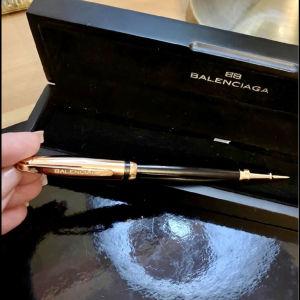 Στύλο  Balenciaga στο original ξύλινο κουτί του