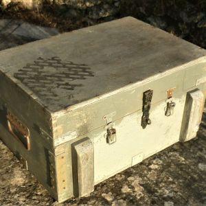 Κουτί Ξύλινο, Ρουμάνικης Προέλευσης, Κατασκευής δεκαετίας του 1970, Πολύ Ανθεκτικό, Με Μεταλλική Ενίσχυση (Διαστάσεις: 53cm X 43cm X 32cm)