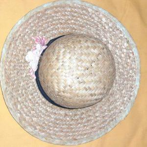 Ψάθινο καπέλο με διακοσμητικά ροζ λουλούδια χρώματος καφέ