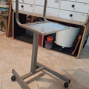 Τραπέζι επαγγελματικό τροχήλατο με δύο ράφια-δισκους