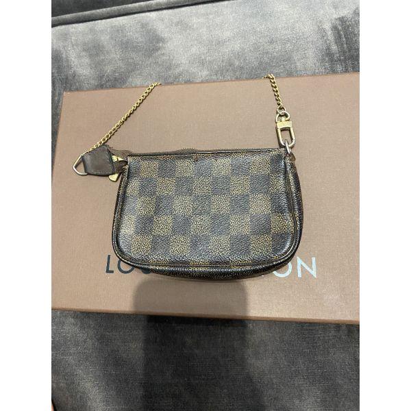 Louis Vuitton bucket pochette