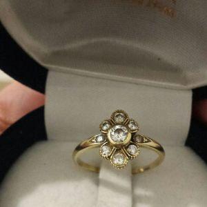 Χρυσό δαχτυλίδι 18κ με μπριγιάν g/vvs