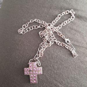 Ασημένιο κολιέ σταυρός με ασημένια αλυσίδα.