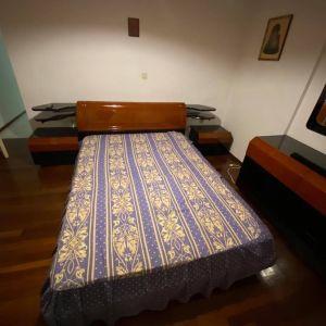 Κρεβάτι διπλό με τουαλέτα κομοδίνα σκαμπό και καθρέπτη