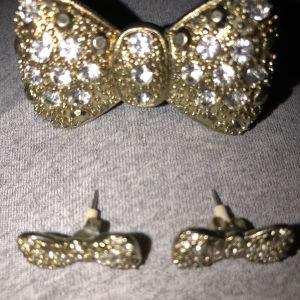 Σετ σκουλαρίκια και δαχτυλίδι