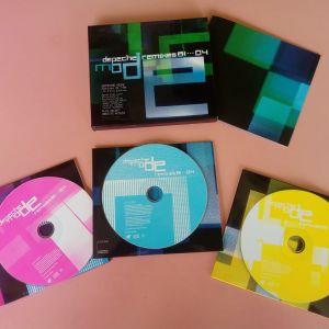 3πλο CD σε σκληρή θήκη με ένθετο φυλλάδιο.