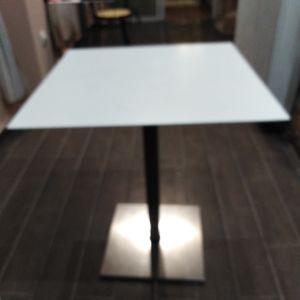 Τραπέζια 65χ65 για καφετέρια