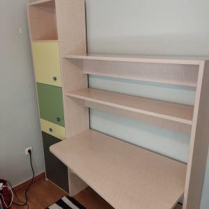 Πωλείτε σύνθεση γραφείο με ράφια και βιβλιοθήκη
