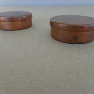 Μπομπονιέρες βάπτισης (2)  αντικέ μπρούτζινες  Διάμετρος: 5.5 cm  Τιμή: 5 ευρώ έκαστη