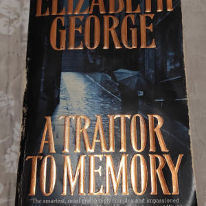 """Βιβλίο ξενόγλωσσο """" A traitor to Memory """""""