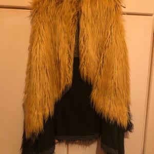 Γούνινο γιλέκο μαύρο-κίτρινο
