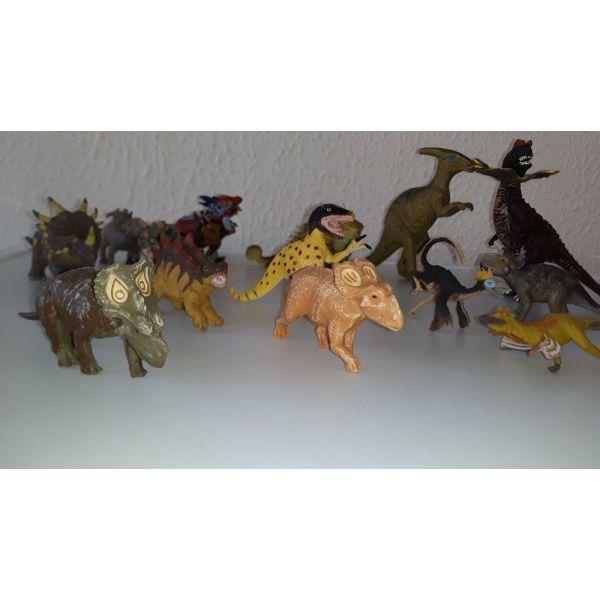 dinosavri figoures