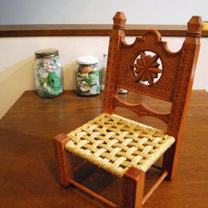 Ξύλινο σκαμνί χειροποίητο παραδοσιακό.