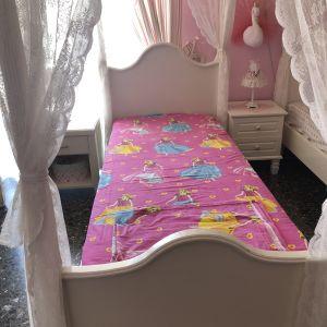 Κρεβάτι με στρώμα,κομοδίνο,συρταριερα και καθρέπτης