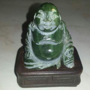 Βούδας από  ημιπολύτιμο λίθο jade