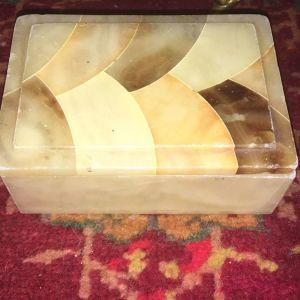 Κουτί από αλάβαστρο.Με 4 χρώματα αλαβαστρου