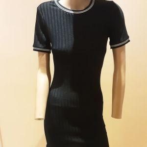 Μαύρο φόρεμα με άσπρες λεπτομέρειες