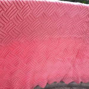 2 κουβερτες  στο χερι με βελονες...σε ροζ  χρωμα,,,,μια  διπλη σε απαλο ροζ,,,και μια μονη σε  καρπουζι σκουρο ροζ  χρωμα