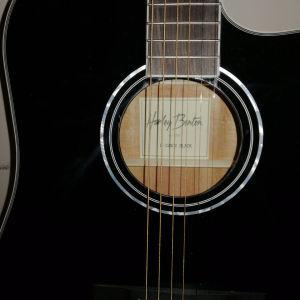 Ηλεκτρο ακουστική κιθάρα Harley Benton με την θήκη της