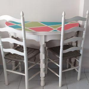 Τραπέζι ροτόντα με δύο καρέκλες
