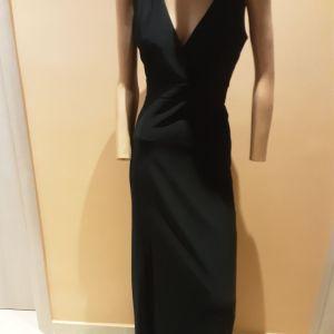 Μαύρο μακρύ φόρεμα με άνοιγμα στη πλάτη