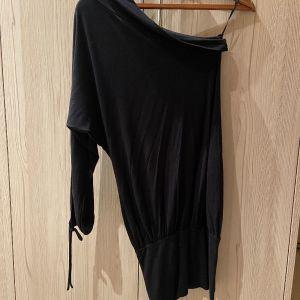Μαύρο one shoulder φόρεμα
