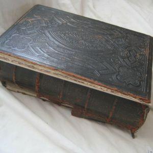 Vintage Religious HARDBACK Family HOLY BIBLE Antique HENRY and SCOTT Illustrated