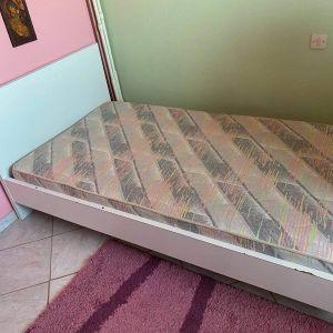 Μονό κρεβάτι με στρώμα