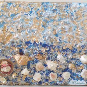 Πίνακας ζωγραφικής διαστάσεων 60χ50 εκατοστά, σε χρυσό και μπλε χρώμα, με φυσικά πετραδάκια και φυσικά κοχύλια,