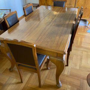 Τραπέζι Σαλονιού από μασίφ ξύλο στυλ Ανγλέ μαζί με 6 καρέκλες (μασίφ ξύλο με πλάτη και κάθισμα δέρματος σε άριστη κατάσταση)