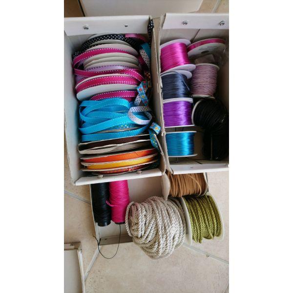 kordeles kordonia polounte ola mazi( Assorted threads and laces)
