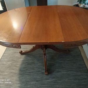 Πωλείται μασίφ τραπέζι Ροτόντα 100 euro