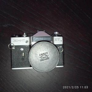 Ρωσική φωτ/κή ZENIT ET με φακό HELIOS 35ΜΜ. Τιμή 159 ευρώ.
