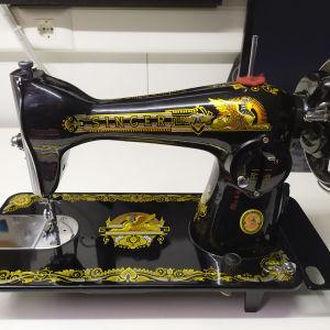 Ραπτομηχανή Αντίκα SINGER με σχέδια