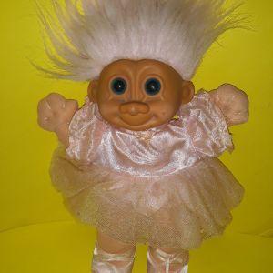 Trolls ballerina