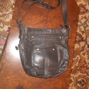 Δερμάτινη τσάντα μαύρη