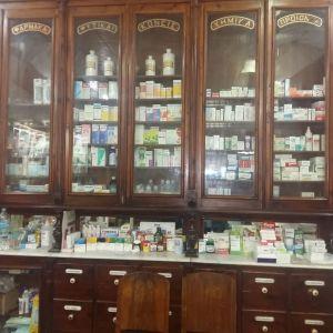 Παλαια επιπλωση Φαρμακειου του 1870!!!