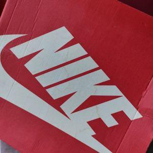Nike γυναικεια