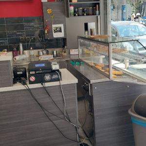 εργαστήριο τυροπιτων κ ζύμης πιτσας πωλείται στην περιοχή των κ πετραλωνων.τηλ επικοινωνίας 69******** κ . Γιώργο.