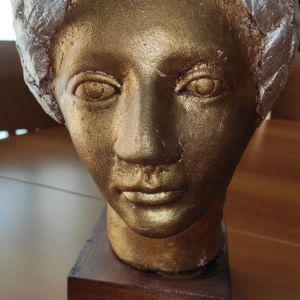 Κεραμικο Προσωπο Ολυμπιονικη με Στεφανι (κοτινο) της Βουλας Μιχαλιτσιανου