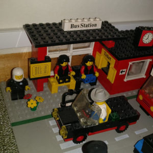 Lego bus station 379 + extra οχήματα.