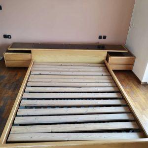 Κρεβατοκάμαρα διπλή με κομοδίνα και αποθηκευτικό χώρο από μασίφ ξύλο Συλβεστριδης